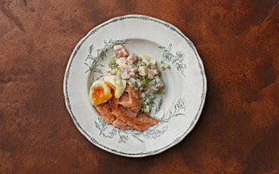 Kirjolohta, insalata russe ja uppomuna